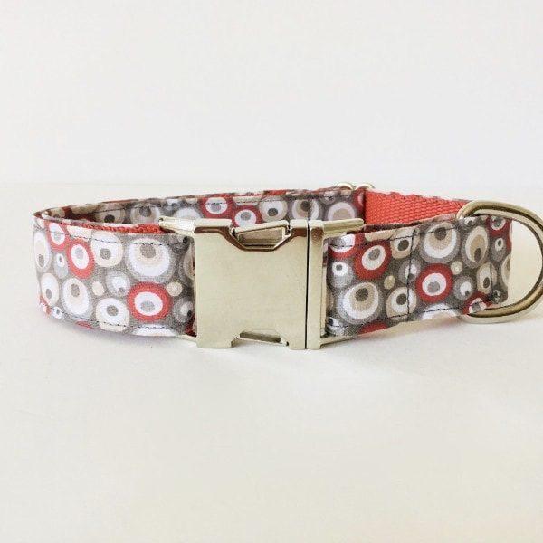 collar perro circulos rojo y gris 2