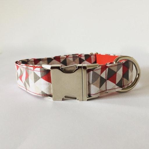 collar perro triangulos rojo y gris 2