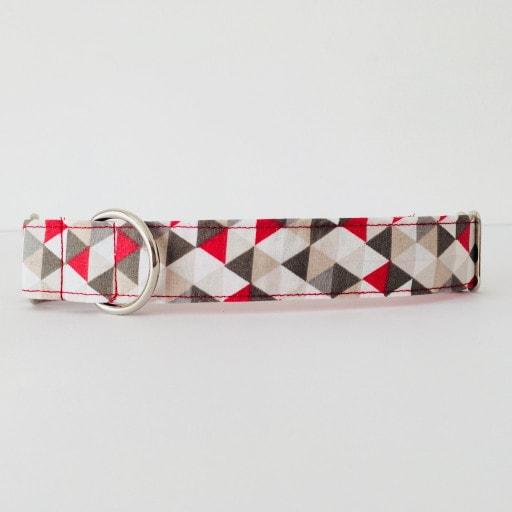 collar perro triangulos rojo y gris 4